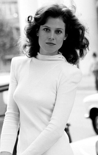 Sigourney Weaver Natural Energy 8, for more info see 9energies.com # Sigourney #Weaver #NaturalEnergy8 #9energies | Sigourney weaver, Actresses,  Sigourney