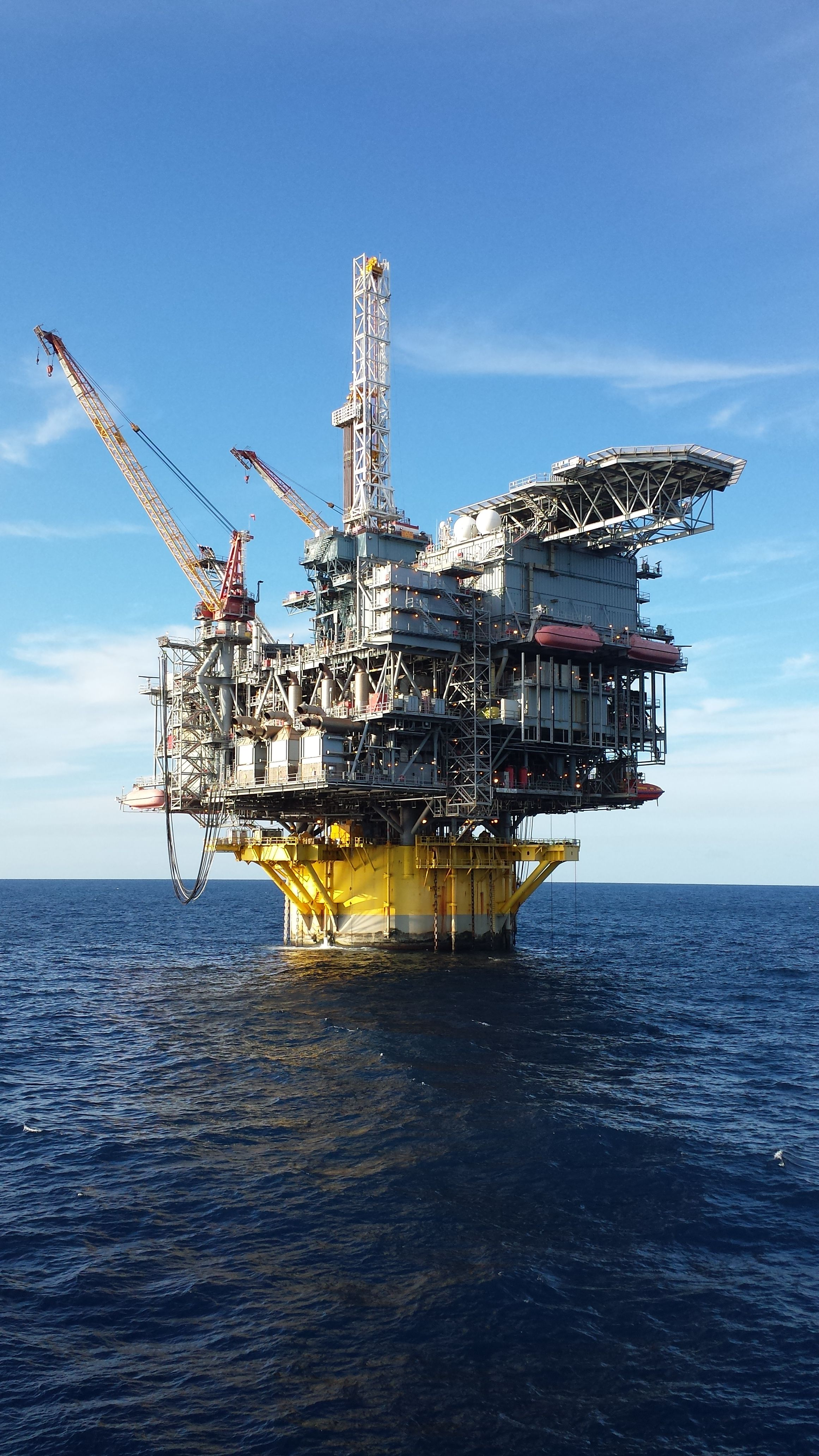Shell Perdido SPAR | Offshore Stuff in 2019 | Oil platform, Oil rig