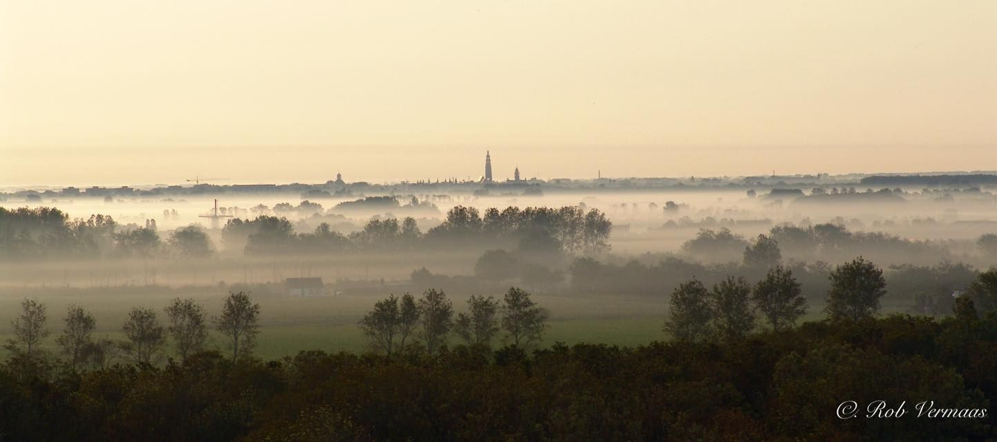 Mistige zonsopkomst vanaf Hoge Duin in Zoutelande op Walcheren (NL)