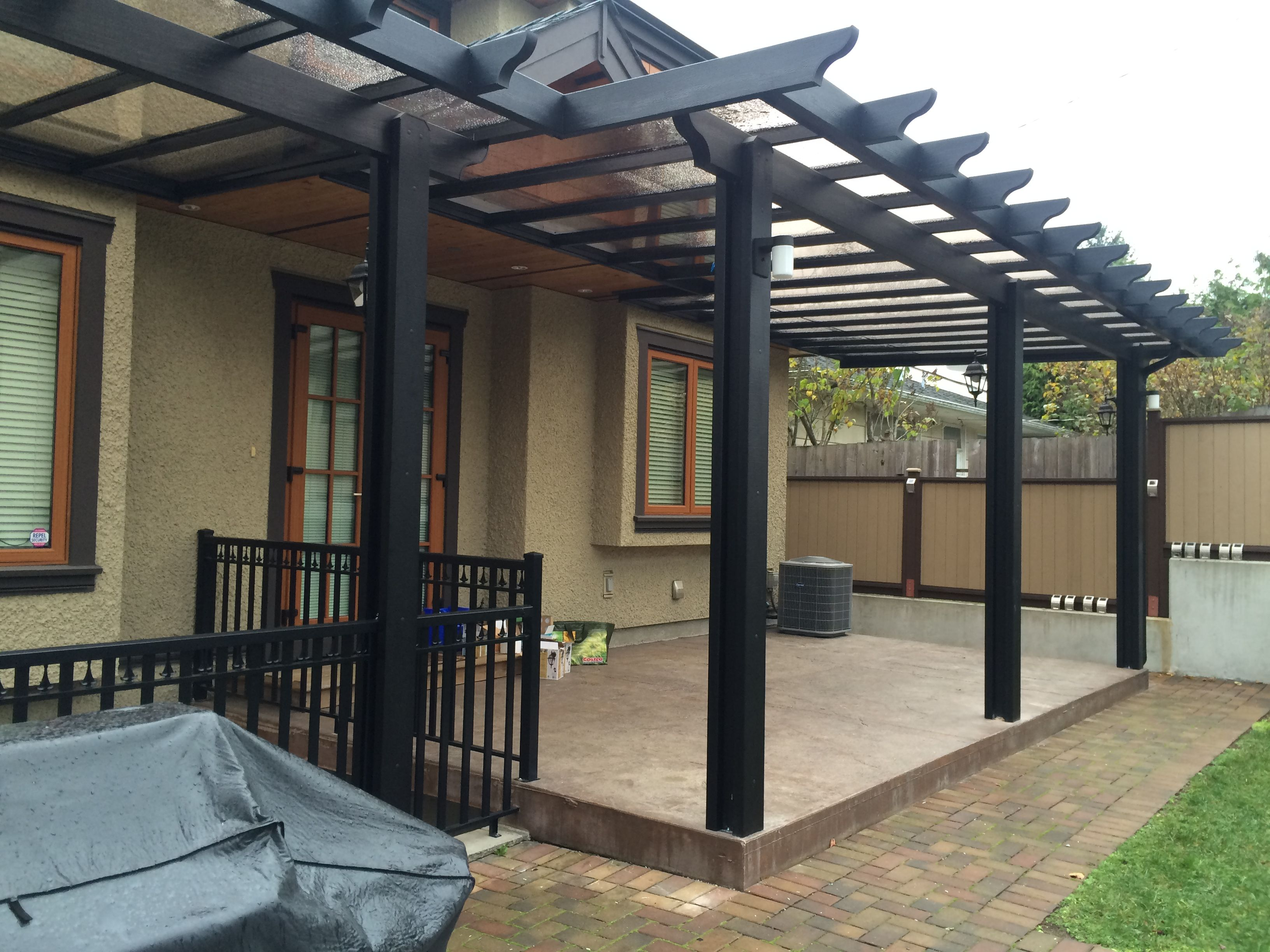 Wooden arbor - the perfect solution for a dacha or a country house