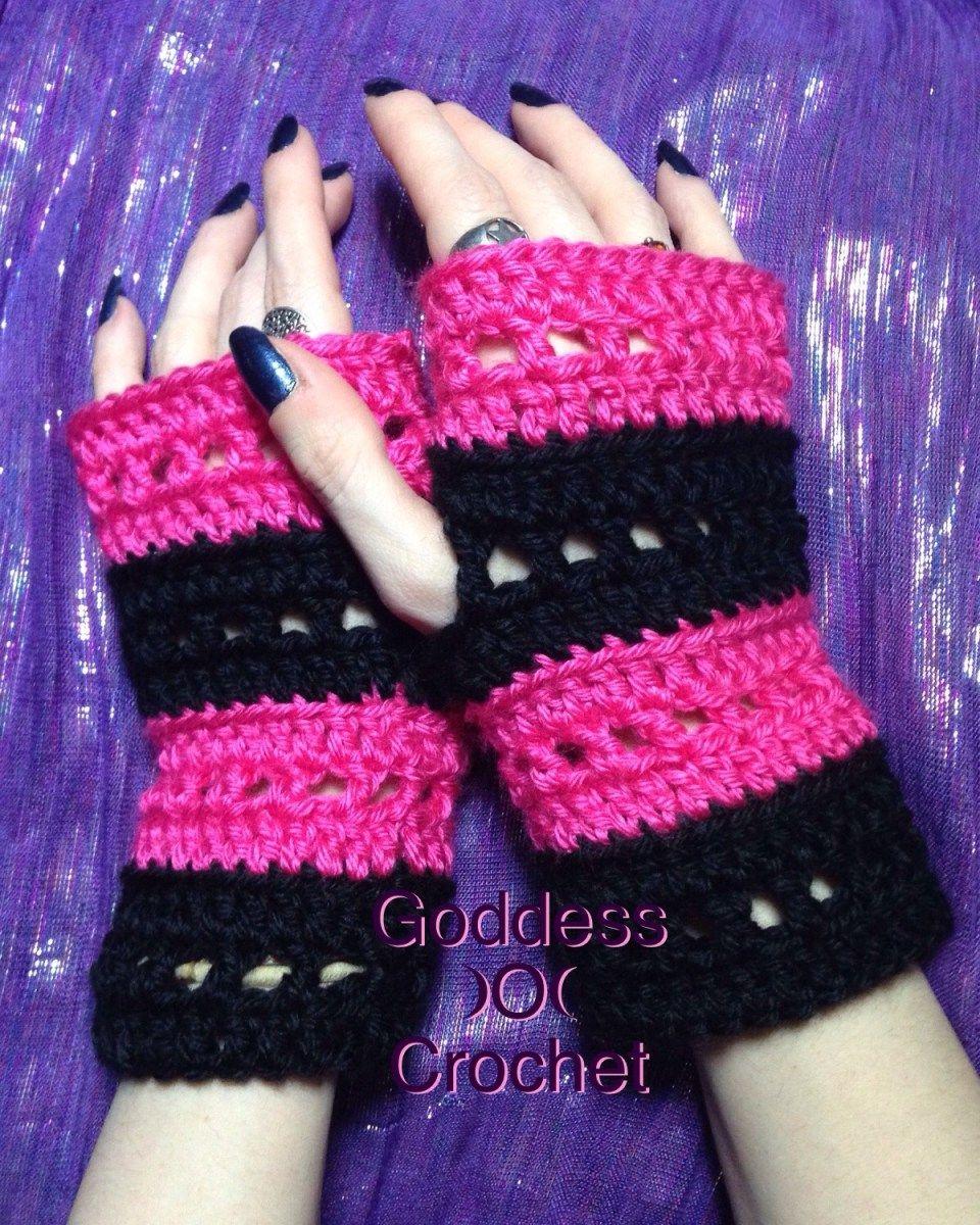 Free Crochet Pattern for a fun pair of fingerless gloves ...