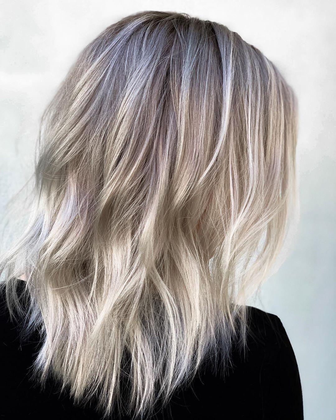 weisse haare grau balayage frisuren silber locken wellen trend haarschnitt junge frau mr roberthair artist on in weisses haar blonde frauen