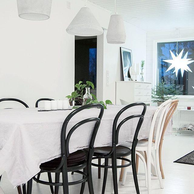 Ceiling lamps Corners - Sessak  Photo by @heinassaheiluvassa  #newyear #sessakdesign #sessaklighting #lightingdesign #lighting #interiorlighting #interior #interiordesign #interiorinspo #interiorinspiration #interiorstyling #homedesign #scandinavianhome #scandinaviandesign #nordicdesign #nordicinspiration #sisustus #sisustusinspiraatio #design #valaisin #interiorinspo