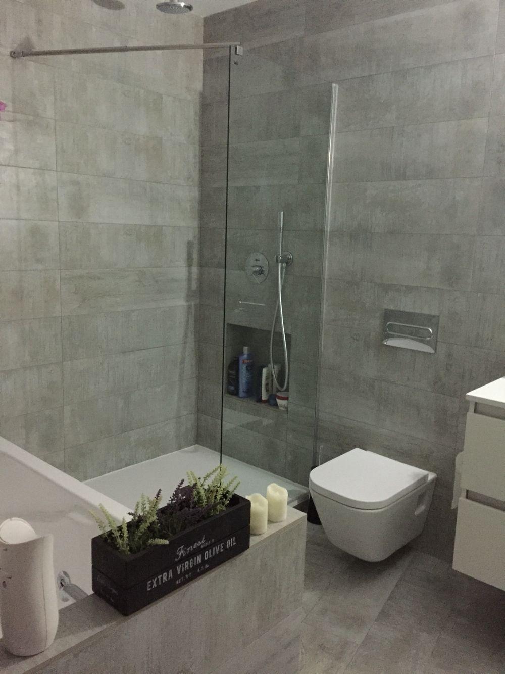 Ba o grande con ba era y plato de ducha baldosas en suelo - Decoracion banos con plato de ducha ...