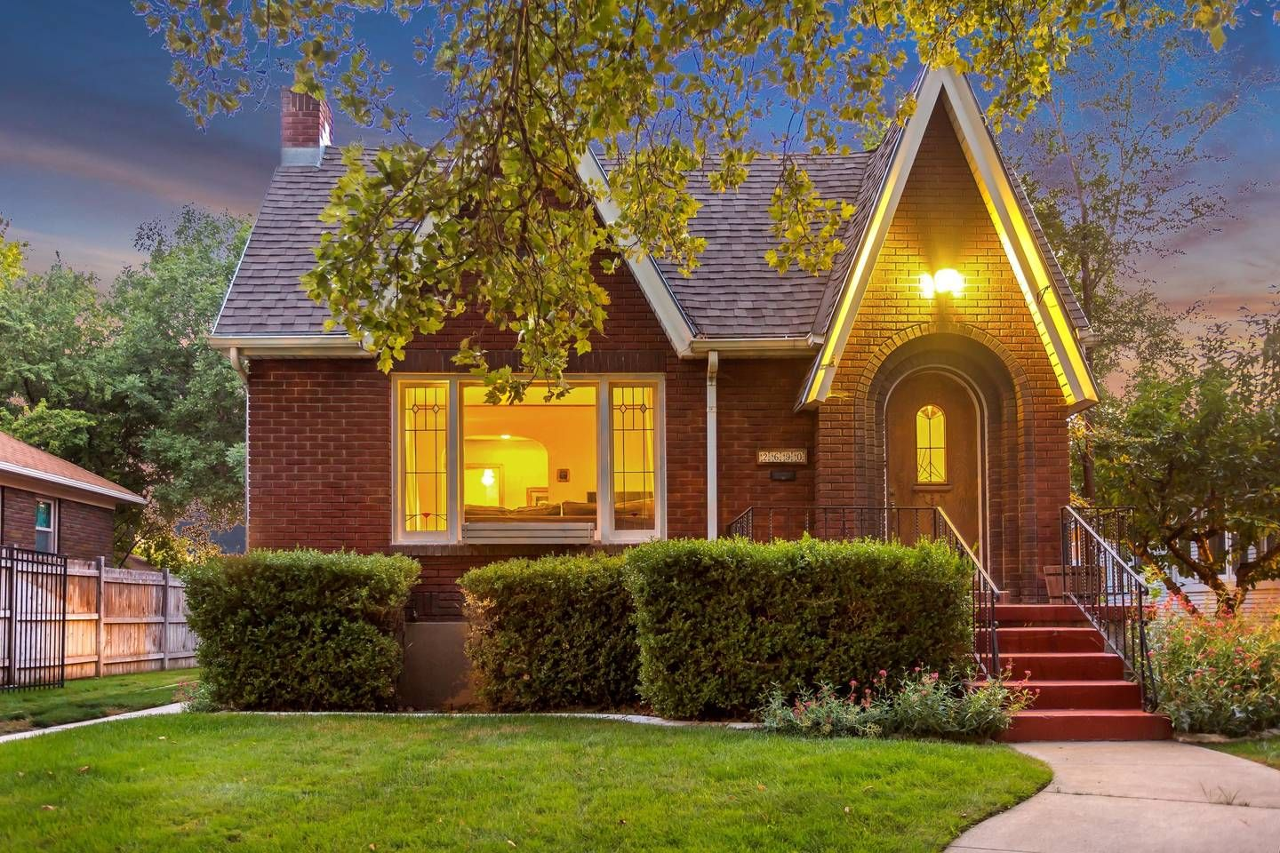 Cozy Sugarhouse Tudor Perfect Location Slc Houses For Rent In Salt Lake City Utah United States Vacation Home Renting A House House Styles