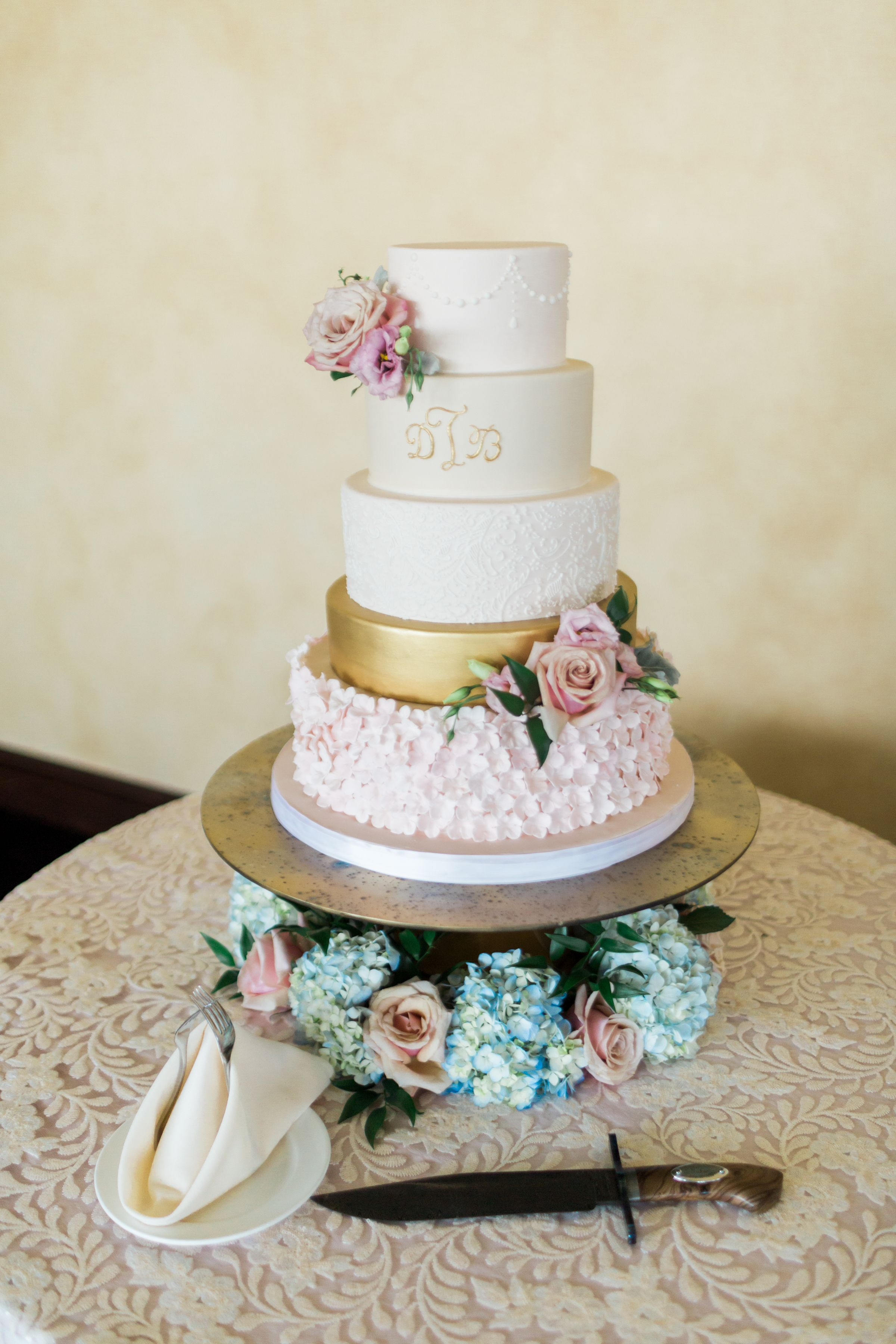 Gold and Pink wedding Cake. Simple and Elegant wedding cake ...