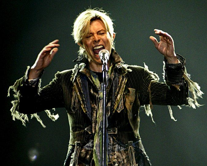 David Bowie, un outsider que se transformó en ícono, muere a los 69 años – Español