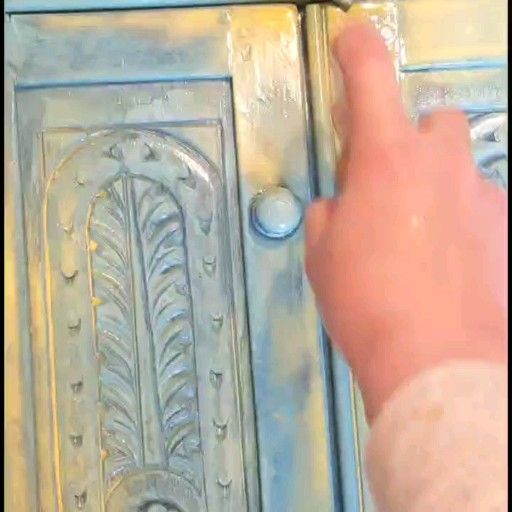 Paint a base colour. Then create a 2:10 ratio of paint to water in an old bottke. Spray everywhere. Spray lots of clear water so that it pools. Then blow dry. Repeat as many times as you like with different colours! #makefurnitureyourart #decorisvintagedesigns #tiedye #dixiebelle #chalkpaint #howto #tutorial #boho #vintage #video #furnitureartist #upcycled