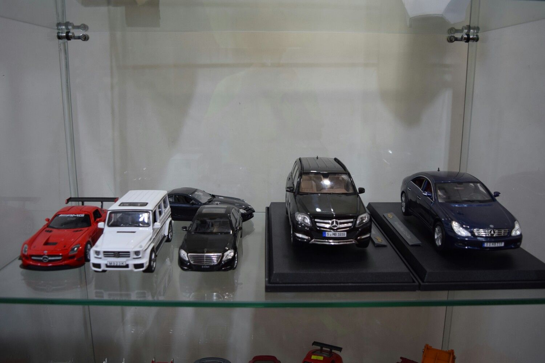 Mercedes shelf