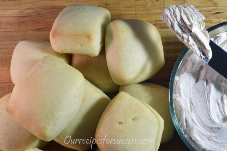 Texas Roadhouse Rolls With Roadhouse Butter (Copycat