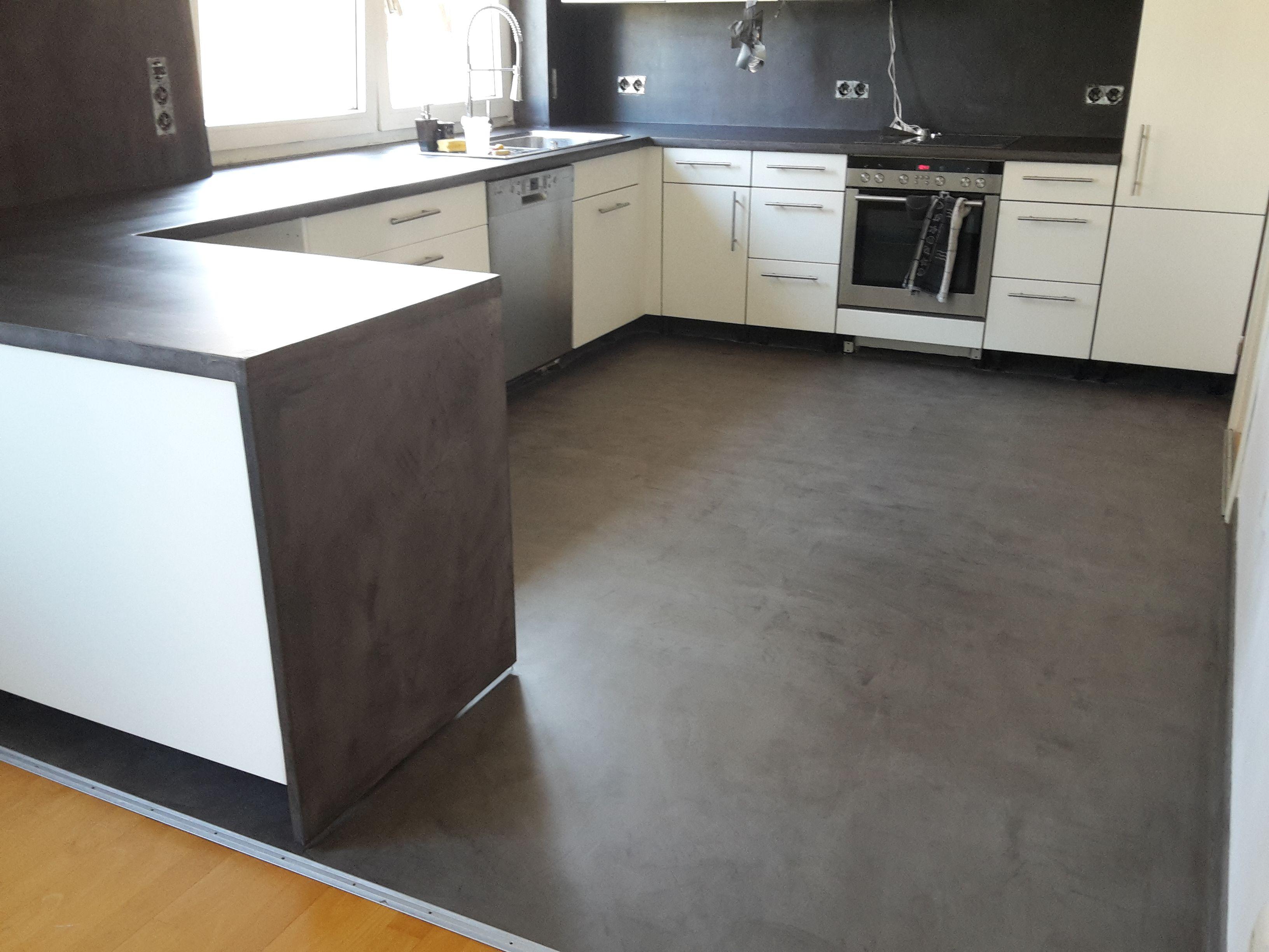 Beton Cire Beschichtung Auf Alte Fliesen Boden Und Wand Und Resopal Arbeitsplatte Bodengestaltung Kuche Renovieren Kuche Kaufen
