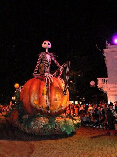Halloween Straatversiering.Massive Jack Nightmare Before Christmas Halloween Parade