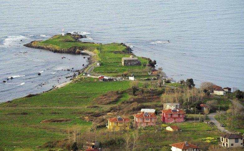Yason burnu Ordu perşembe ilçesine bağlı çaytepe köyündedir. Dünyaca Tanınan Yasonburnu Kilisesi(1869) bu yarım adadır.