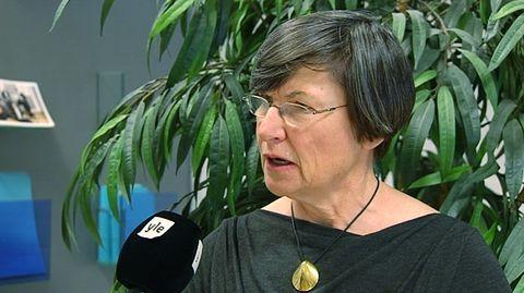 Kansainvälisen suursijoittajan mukaan hidas ja kankea lupakäytäntö uhkaa viedä investointeja Suomesta naapurimaihin. Kaivosteollisuudelle maaperäkartoituksia tekevän yhtiön Mawsonin mukaan esimerkiksi Ruotsissa on helpompi toimia kuin Suomessa.