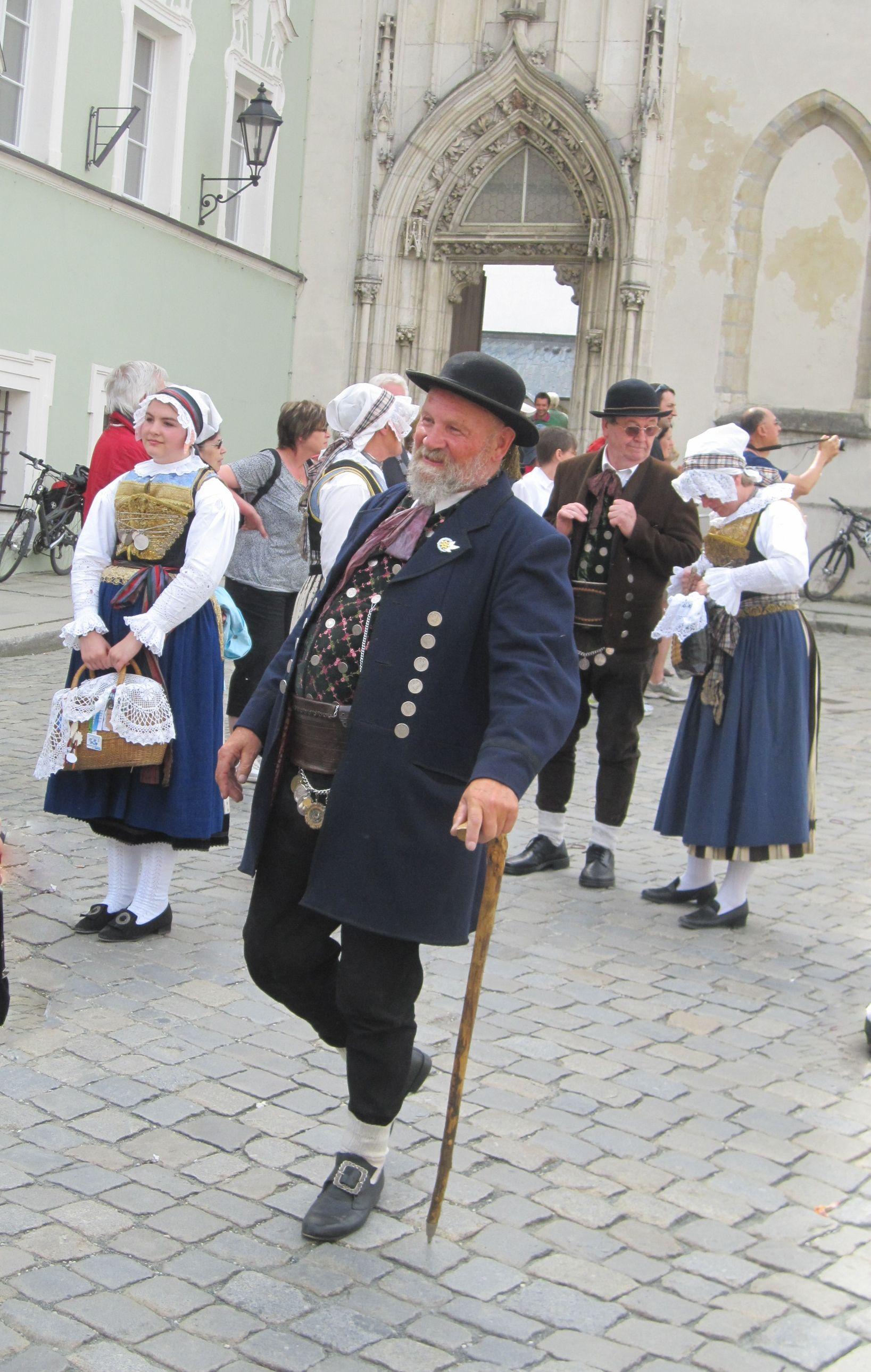 Mikäli satut matkustamaan Saksaan olutfestivaalien alla saat festivaalilipun hinnalla monta kokemusta.