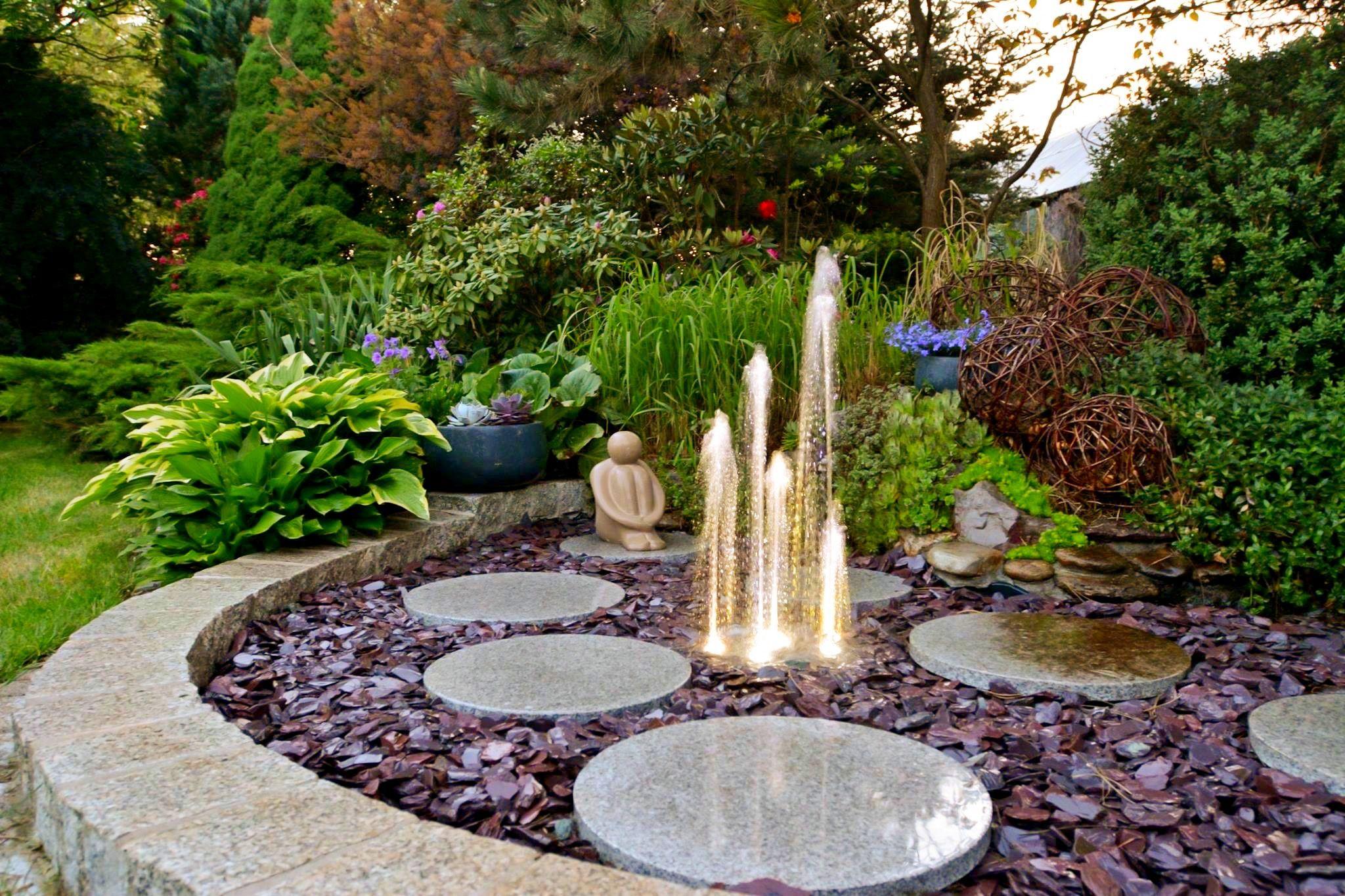 Romantycznie Wiosna W Ogrodzie Ogrody Projektowanie Ogrodow Kielce I Realizacje Greenpoint Kielce Ogrody Ogrody Kielce Projekt Outdoor Decor Outdoor Landscape