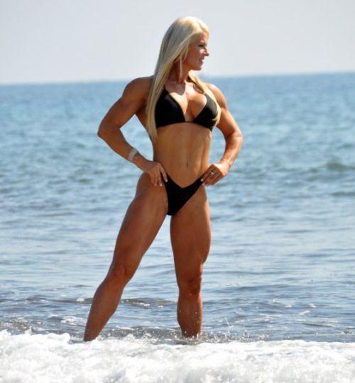 At BeachGirls Girl Posing Bikini Muscle In Hot The xBordCe