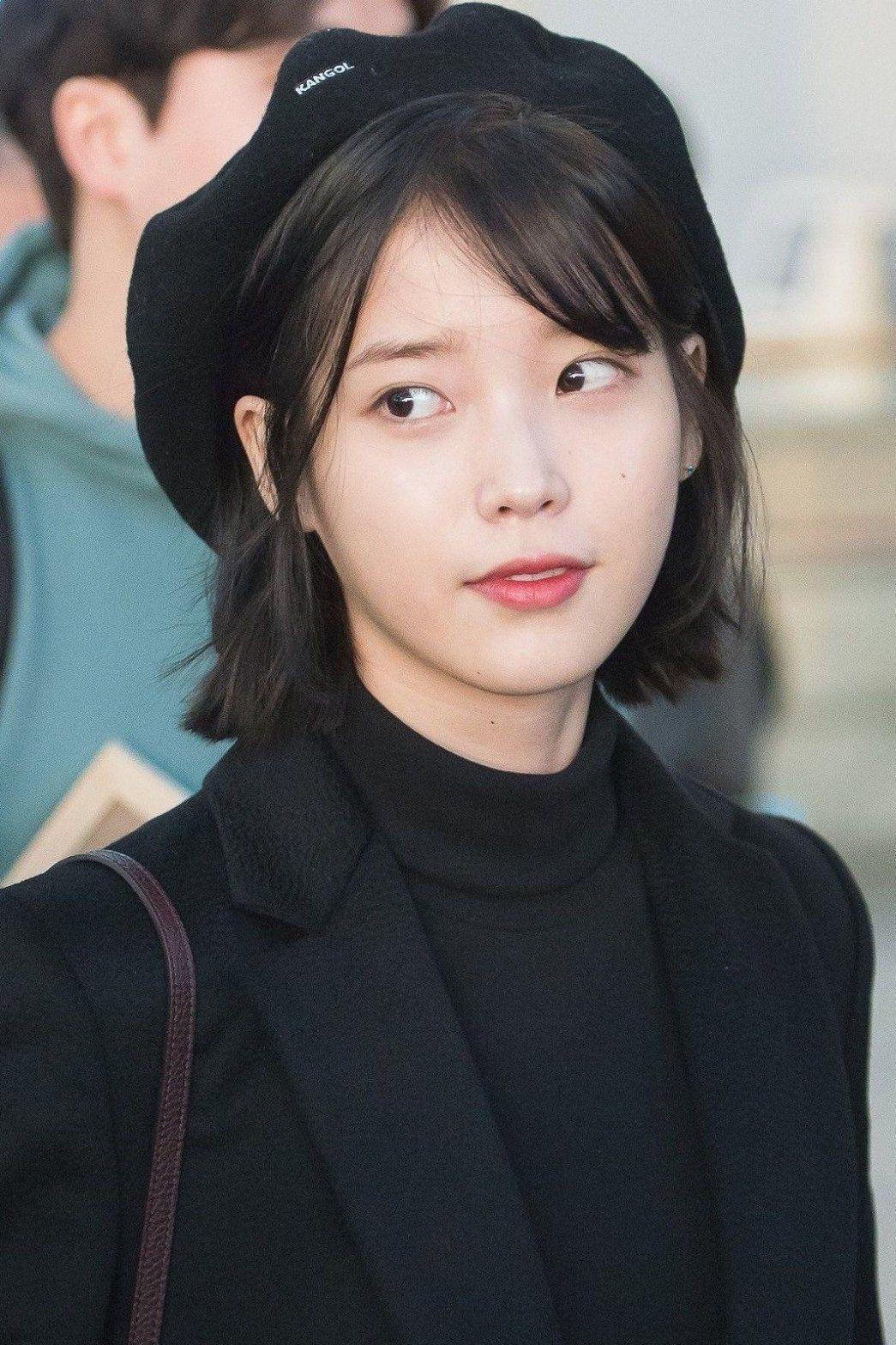 K Pop Hairstyles Idols Who Prove Short Hair Is Beautiful Kpop Haircut Trends Koreanhaircut Bestkpophaircu Short Hair Styles Short Hair With Bangs Hair Styles