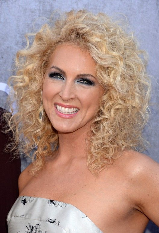 Curly Medium Hairstyles Kimberly Schlapman Shoulder Length Blonde Curly Hairstyle For Summer