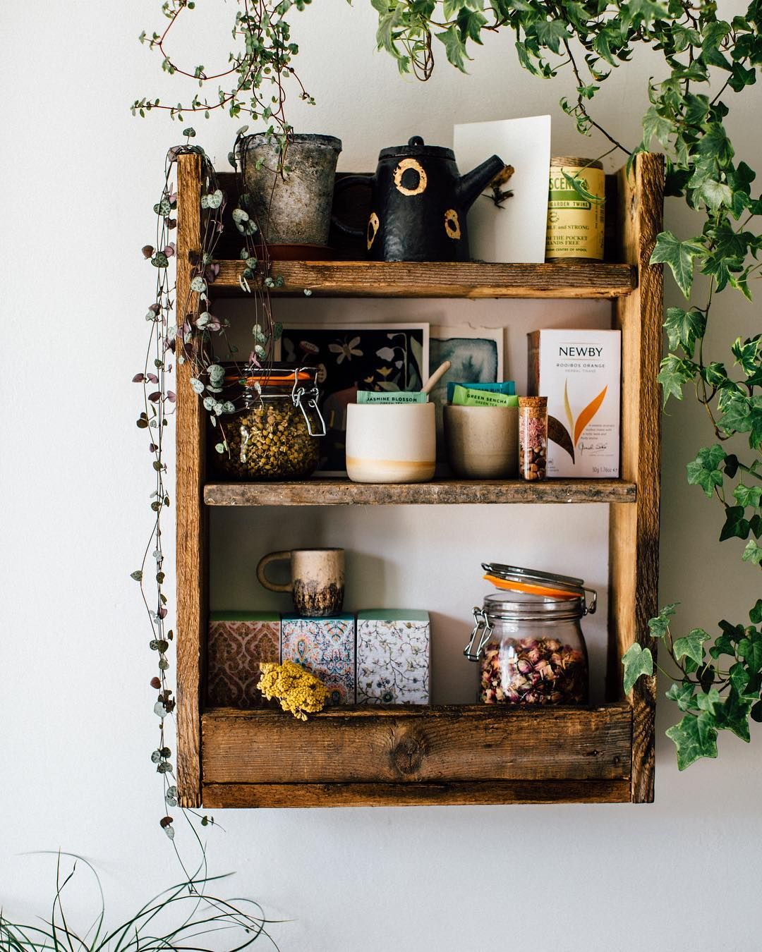 This shelf has to move soon but I'm not sure if I should use it like this in the kitchen for tea or in the bathroom for all our magical beauty products?! I will post images for both choices on the blog over the weekend. Happy Saturday! I feel really inspired to have been in the presence of the lovely @jeremy_corbynmp earlier today at a #labour rally wahoo Xx