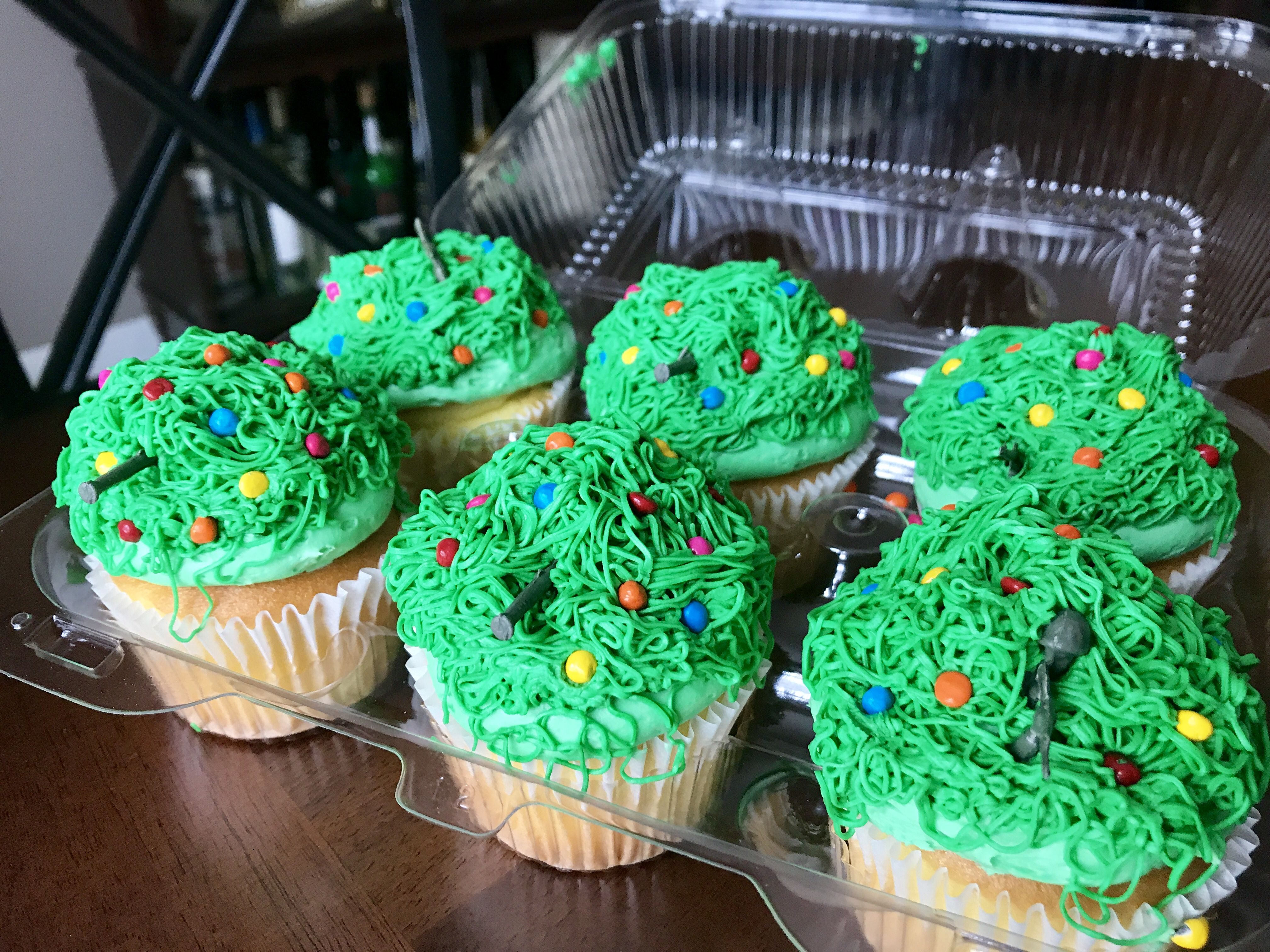 Hiding in the bush cupcakes | Paintball birthday, Holiday ...