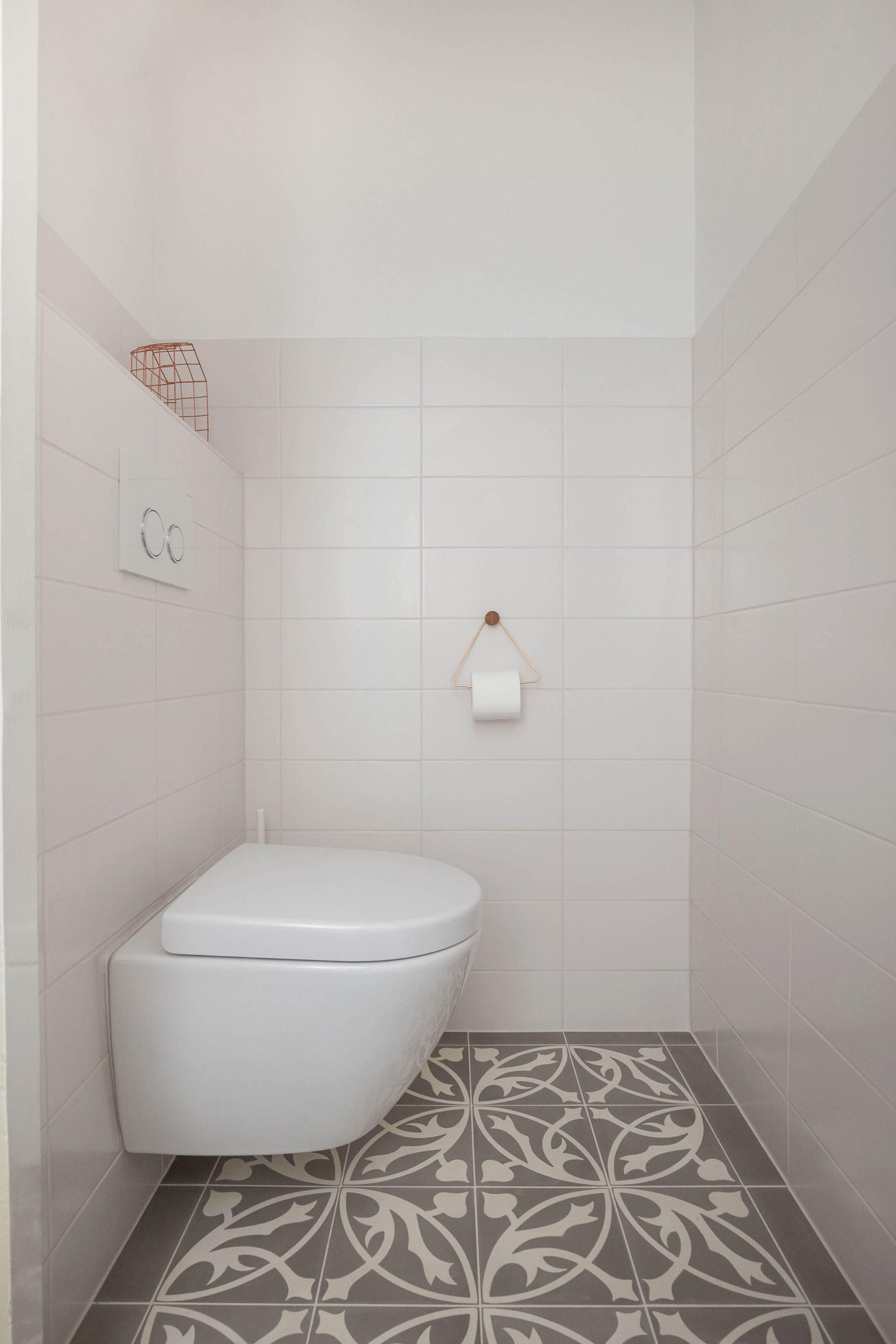 Jaren30woningen.nl | Modern toilet voor in een #jaren30 woning ...