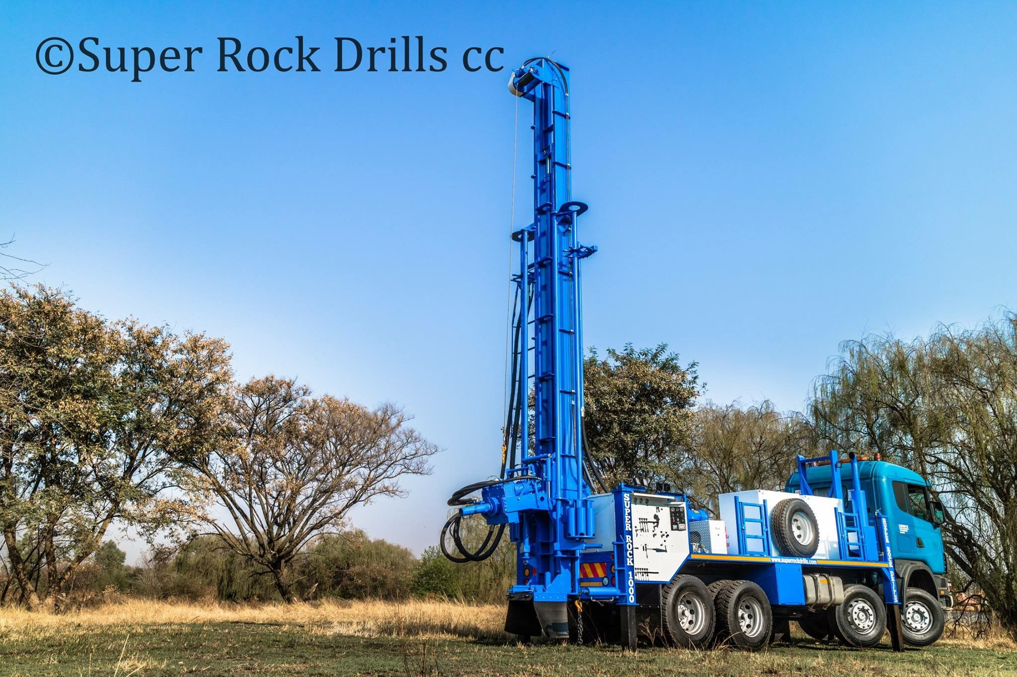A Super Rock 1000 Water Well Drill Rig With Images Water Well Drilling Drilling Rig Drilling Machine