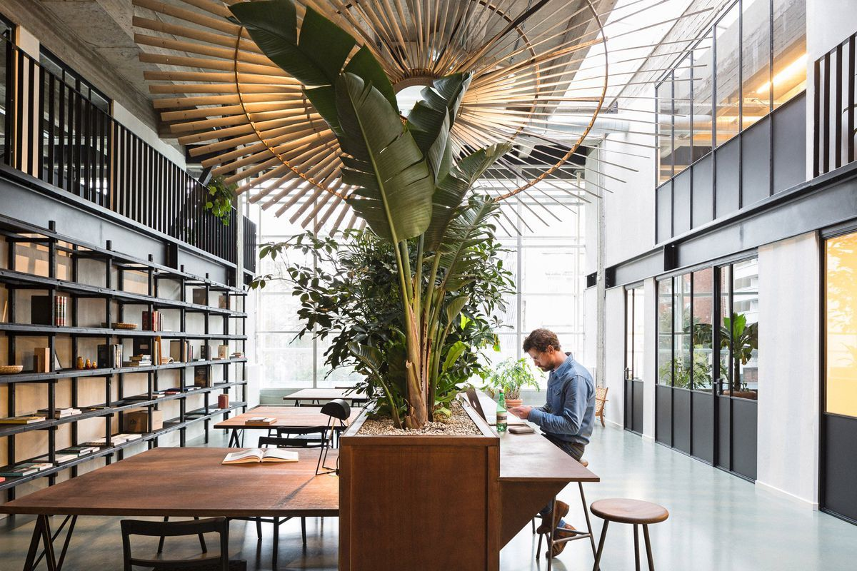 This Sleek Coworking Space Was Inspired By Nyc S High Line Coworking Space Design Coworking Space Workspace Design