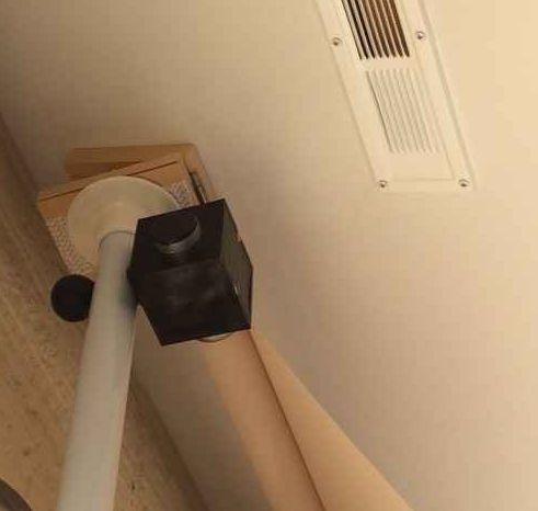 勾配天井 傾斜した天井を平らにするアジャスター 収納 アイデア