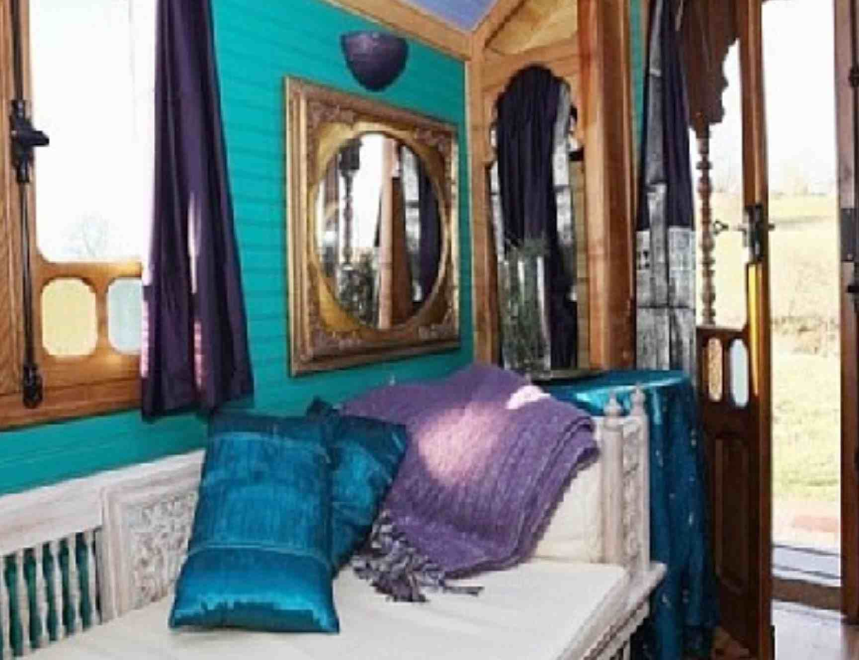 Adore The Gold Purple Teal Color Scheme! Modern Elegant Vardo Gypsy Bedroom  Decoration