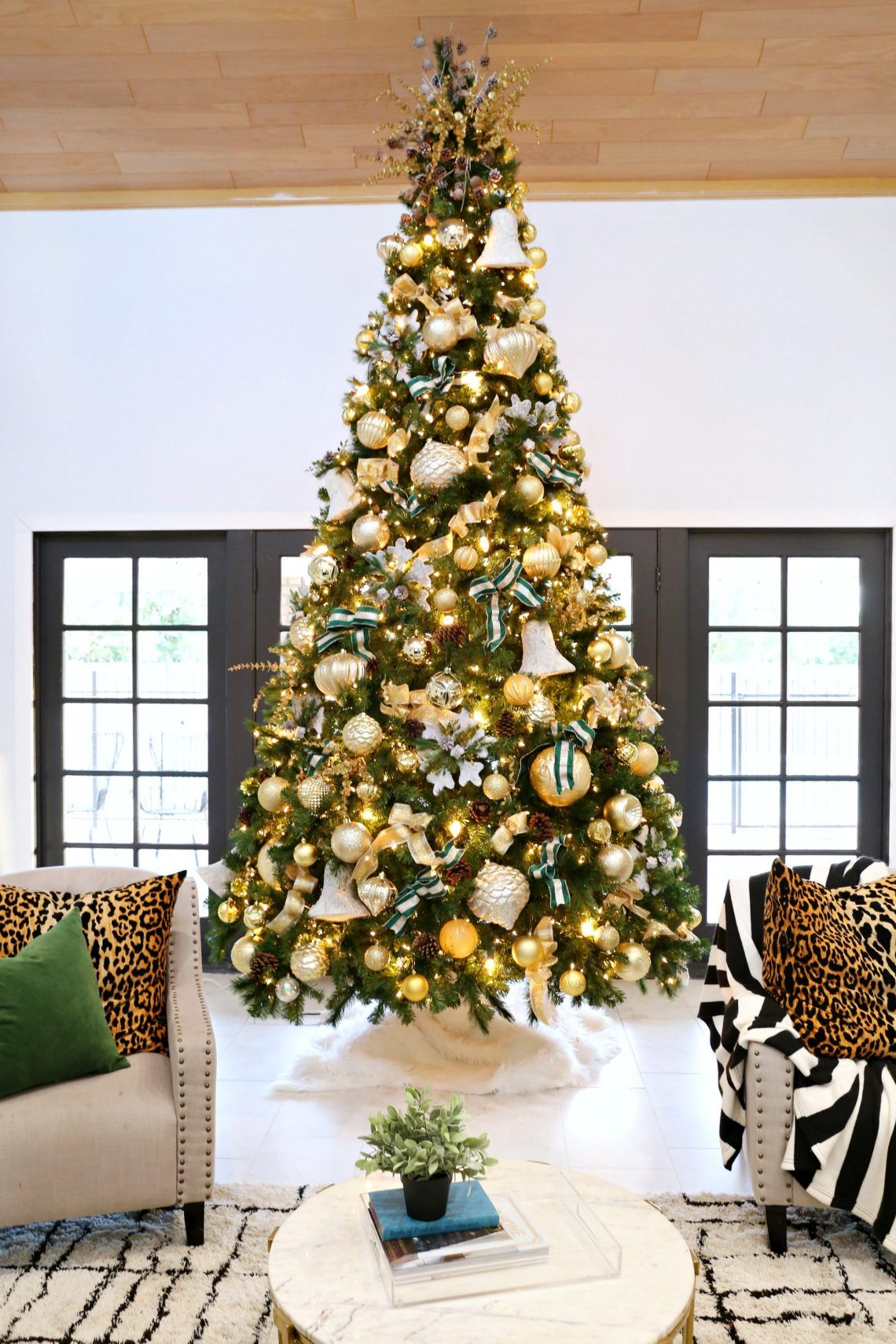 How To Decorate A Christmas Tree With The Home Depot Classy Clutter Christmas Tree Decorations Christmas Tree Gold Christmas Tree