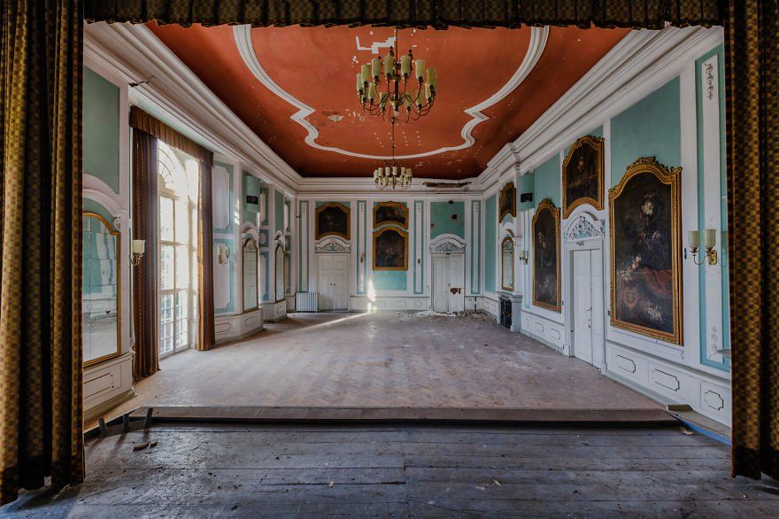 25 Never Seen Before Photographs Of Beautiful Abandoned Places In