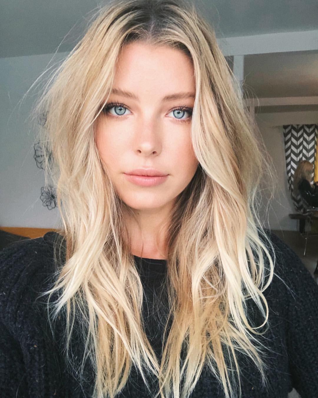 Messy Hair Hairstyles Wavy Hair Blonde Blue Eyes Minimal Natural Makeup Beauty Blonde Wavy Hair Blonde Hair Blue Eyes Messy Blonde Hair