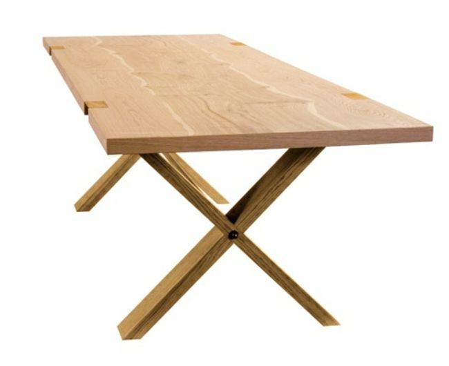 Ausziehbarer Esstisch aus Holz begeistert mit schlichter Optik