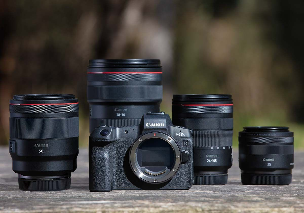 The Eos R Is Canon S First Full Frame Mirrorless Camera It Features A 54mm Mount System That Delivers Optical Excelle Eos Camera Photography Mirrorless Camera