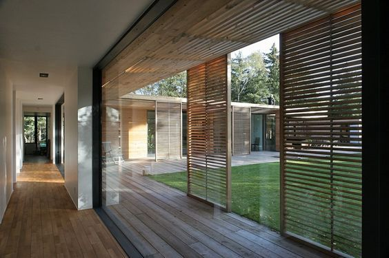 Wooden screens Houten jaloezieën van hoge kwaliteit interieur ...