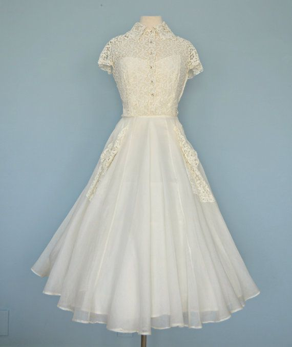 Vintage 1940s Wedding Dress...Beautiful GOTHE Ivory Lace and Chiffon ...