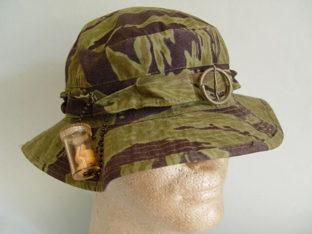 TIGER STRIPE CAMO BOONIE TQLC MARINE HAT WITH SVN FLAG LINER «  Vietnam-Militaria.com  Shop for higher end militaria 5316c538830