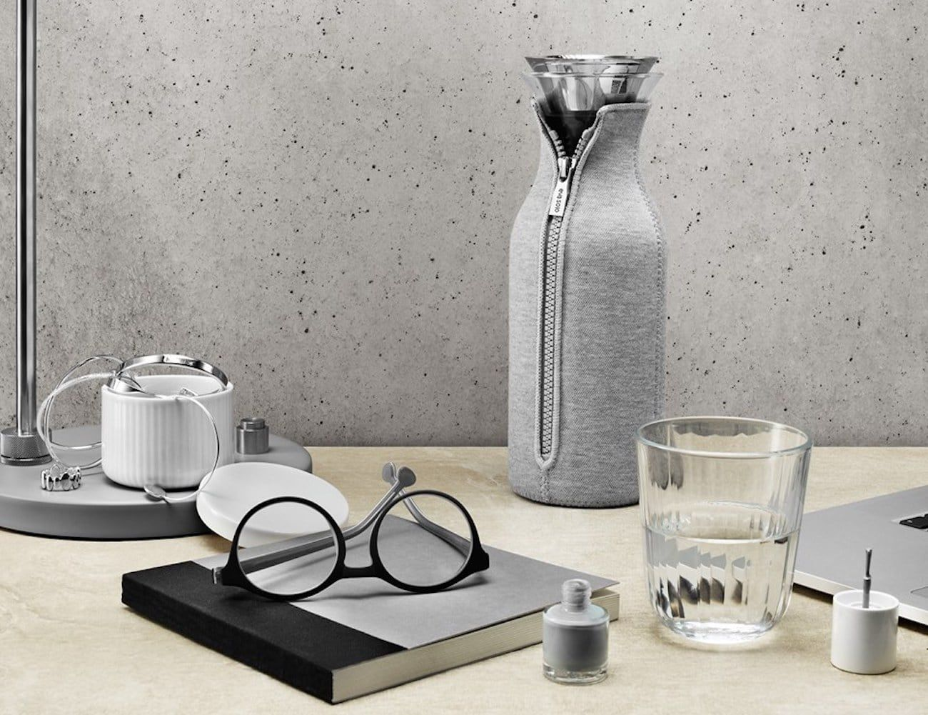 Eva Solo Cafesolo Coffee Maker comes with its own