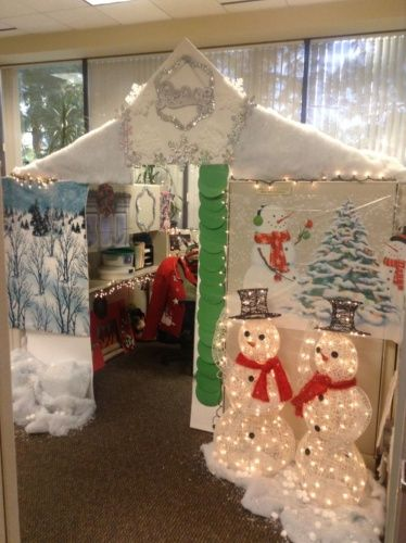 Deck The Desks Office Workers Go All Out With Christmas