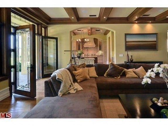 Kanye West And Kim Kardashian Buy In Bel Air Home West Home Pretty Living Room