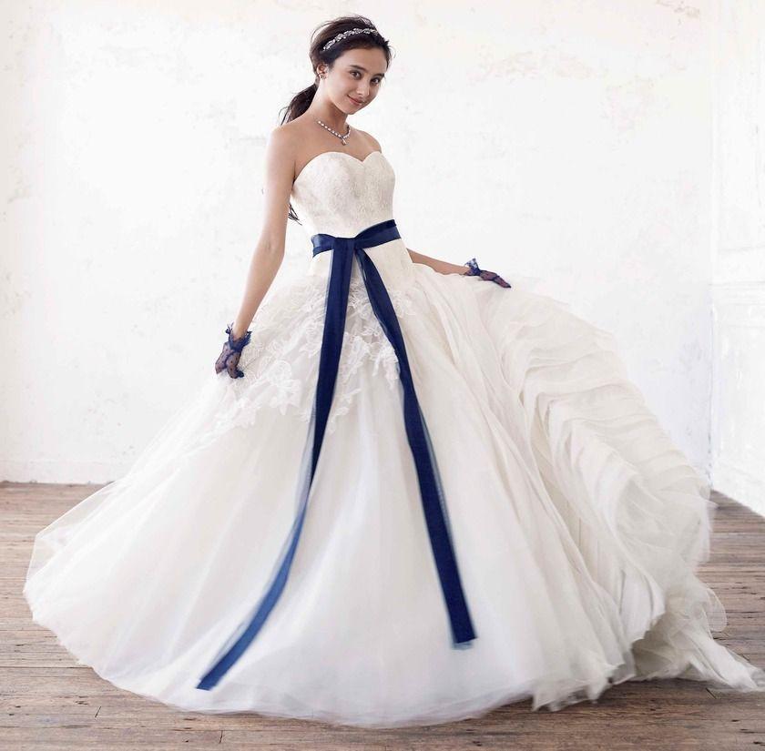 ウェディングドレスの差し色は何色にする?〔カラー別〕素敵