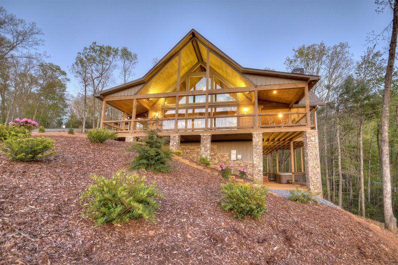 Mountain Echoes Blue Ridge Heights North Ga Cabin Rental In 2021 North Ga Cabin Rentals Cabin Rentals Cabin