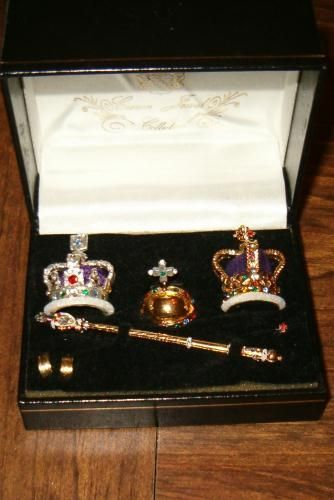 Barbie's crowns etc. from Dollpage.com