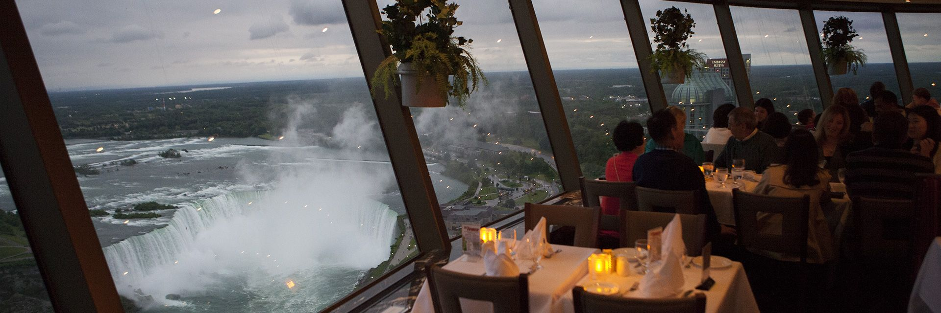 Great Niagara Falls Dining Is At The Skylon Tower 2 Restaurants To Choose From Summit Suite Buffet And Their Famous Revolving Room