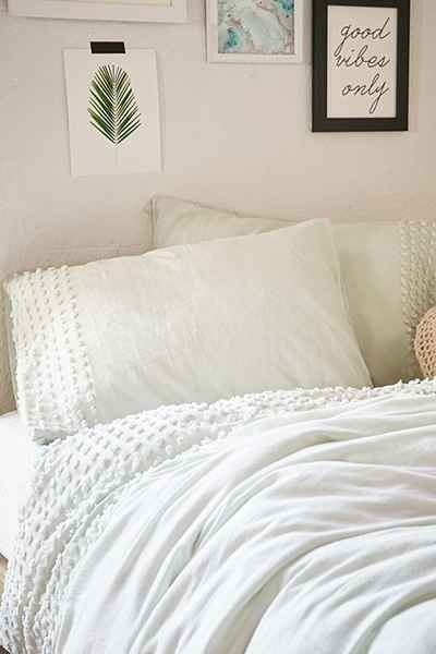 Love This Chenille Trimmed Bedding In Off White Love It Urban