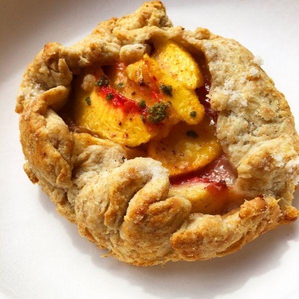 Rustic Peach Tarts from @cakespy