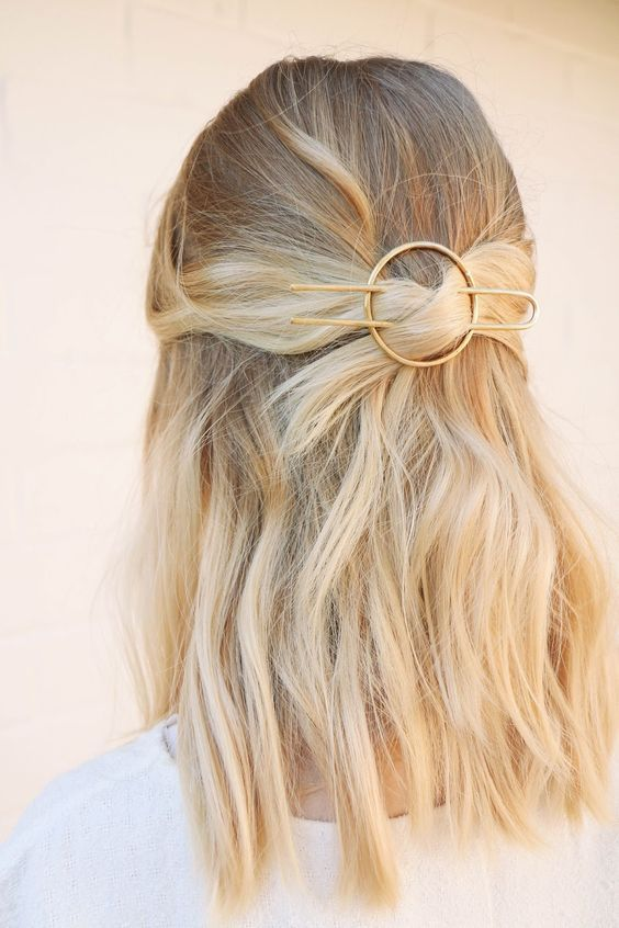 Coiffure barrette pince cheveux courts H Hair, Hair