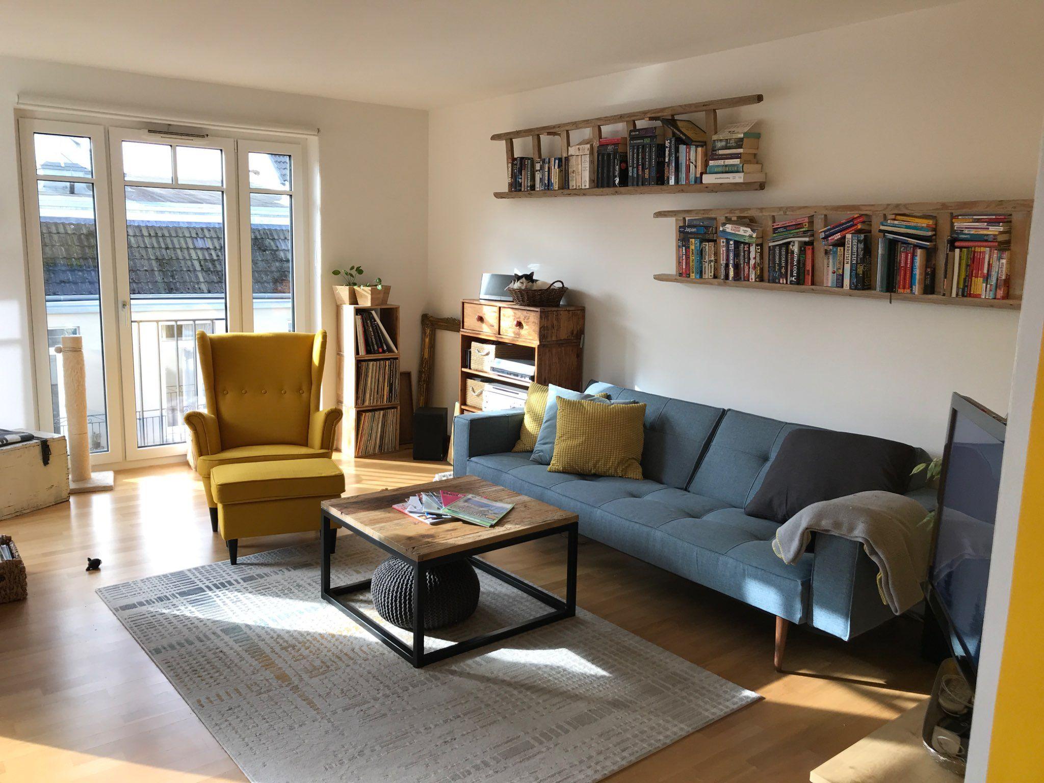 Cooles Wohnzimmer Mit Vielen Farben Haus Deko Blaue Couch Wandfarbe Wohnzimmer
