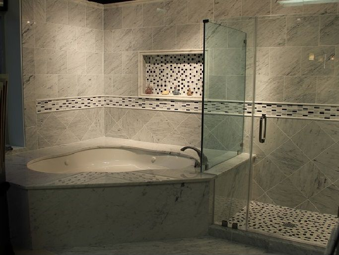 Love the idea of a corner jacuzzi tub for the relaxing for Stand up bath tub